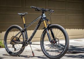 Transitionbikes with BTLOS 650B, M-i25A, asymmetric carbon wheels