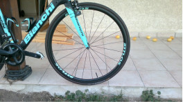 Tubular 40mm depth road carbon wheels with BianChi bicycle