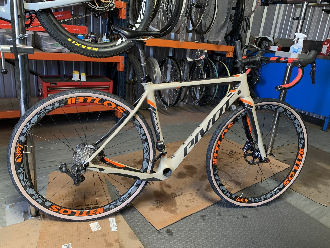 Carbon wheels with orange BTLOS and gray leaf decal