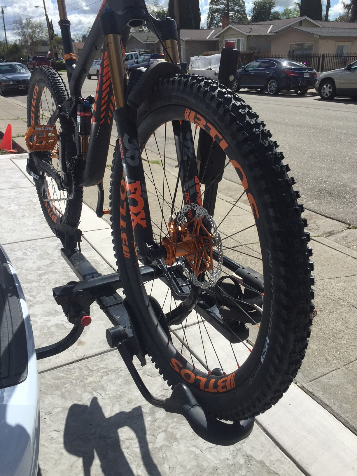 trek bike with BTLOS carbon rims